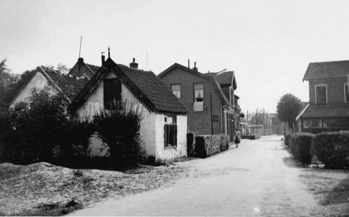 Het witte huisje aan de Hogeweg was ooit het onderkomen van de ...